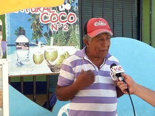 Publio Panta Cobeña, comerciante de agua de coco en Pedernales