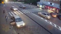 Il détruit une voiture à mains nues en se faisant tirer dessus en Russie !