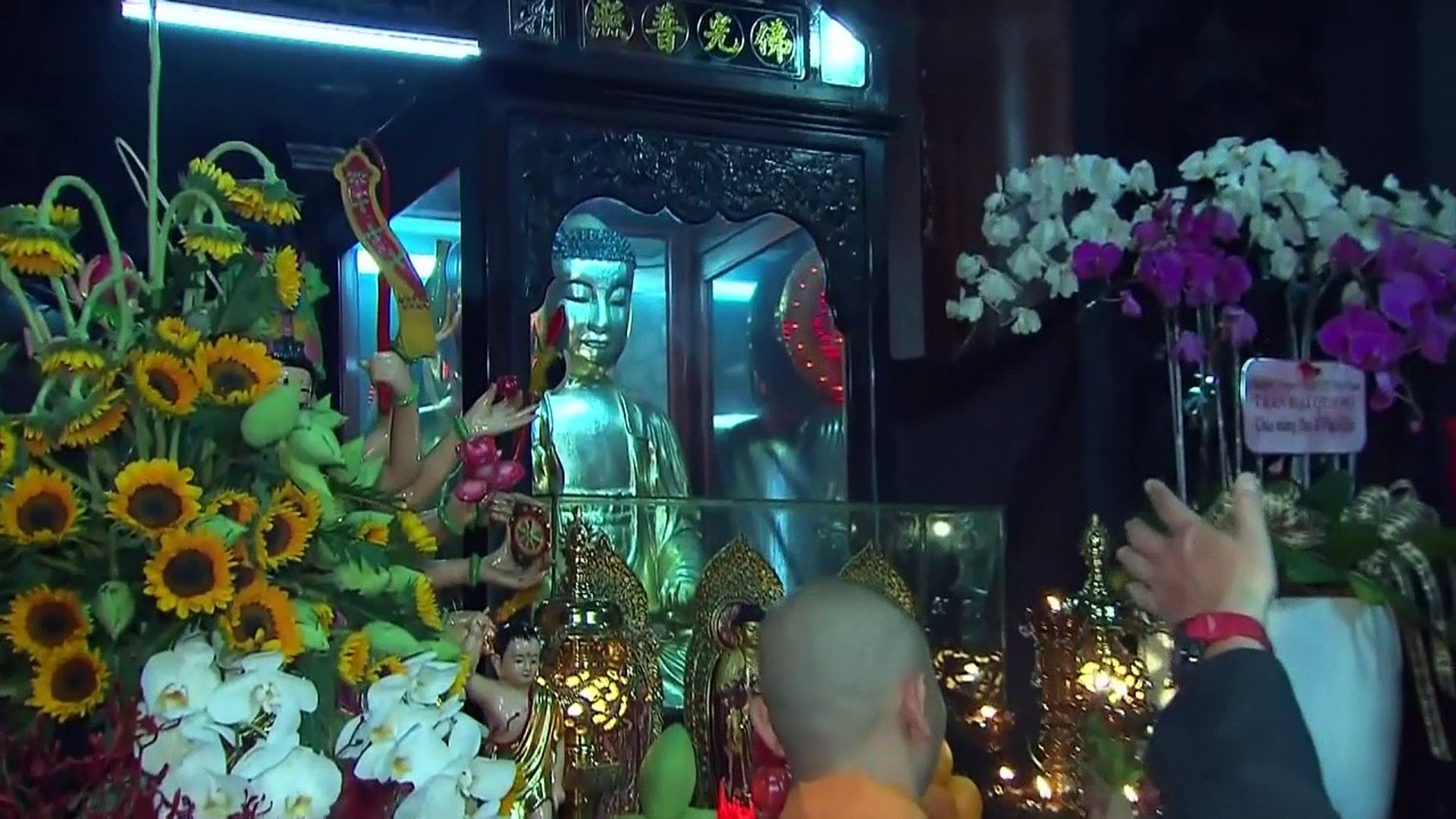 Barack Obama visite la Pagode de l'empereur de Jade au Vietnam
