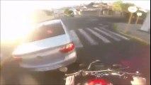 Motociclista se Rebana la Pierna por Andar de Peleonero