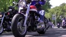 Aankomst motorrijders RMS-herdenking op de Loolaan Apeldoorn 25 april 2011