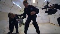 Tony Hawk fait du skateboard en gravité 0 dans un avion en plein vol