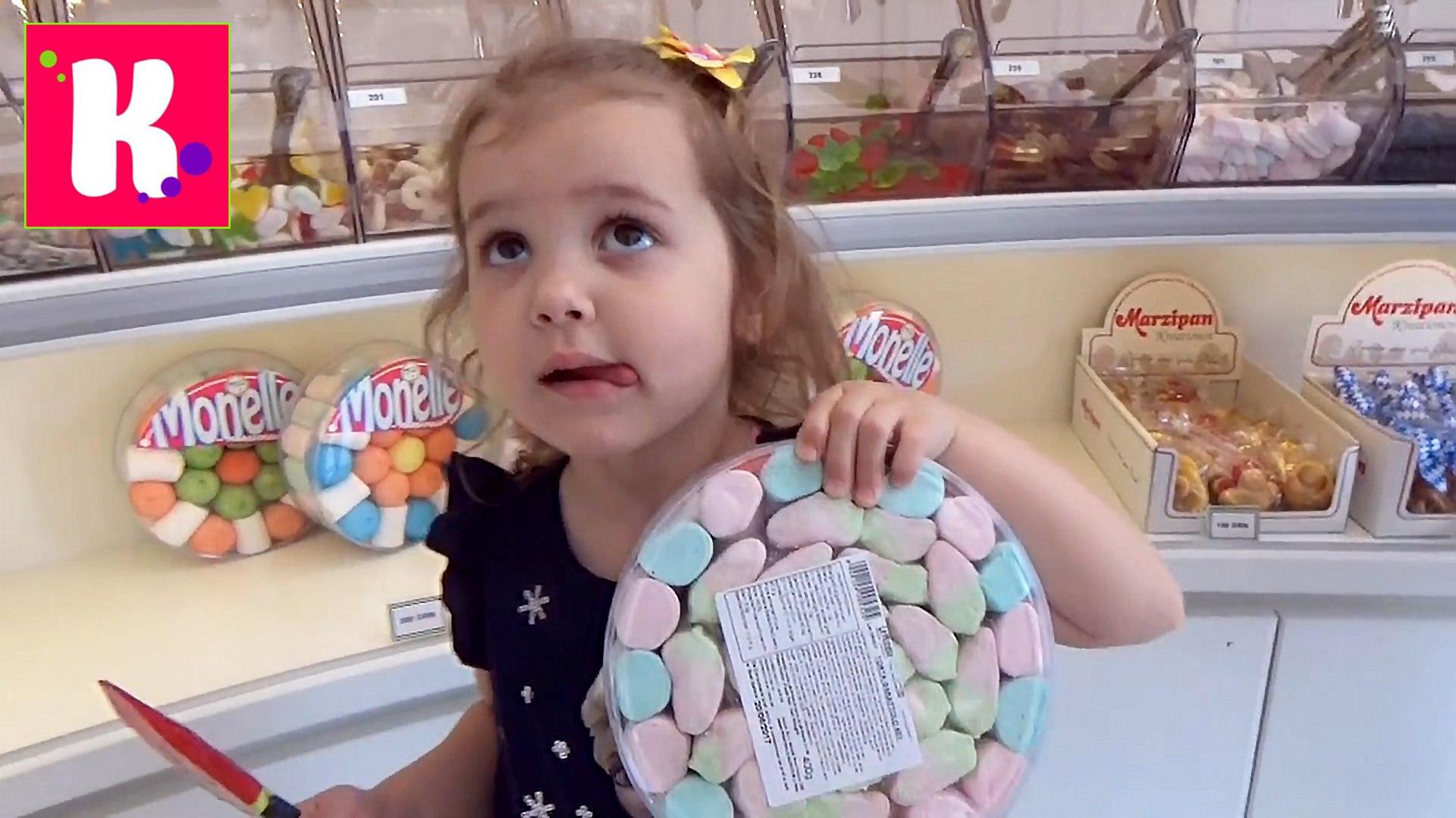 Конфеты и игрушки из МакДональдса Энгри Бёрдс устраиваем пикник во дворе у Мисс Кати Happy Meal toy