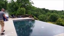 Avez-vous envie de mettre 15kg de glace dans votre piscine ? Regardez ce que ça fait !