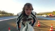Incroyable : un vélo qui roule à 333 km/h et qui dépasse une Ferrari !