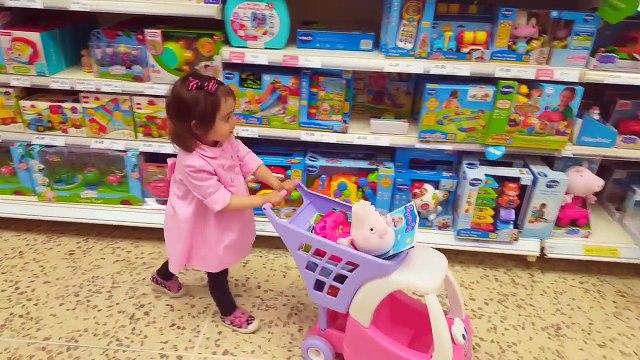 Little Girl Doing Grocery Shopping at Supermarket   Mini Cart   Peppa pig Toys1