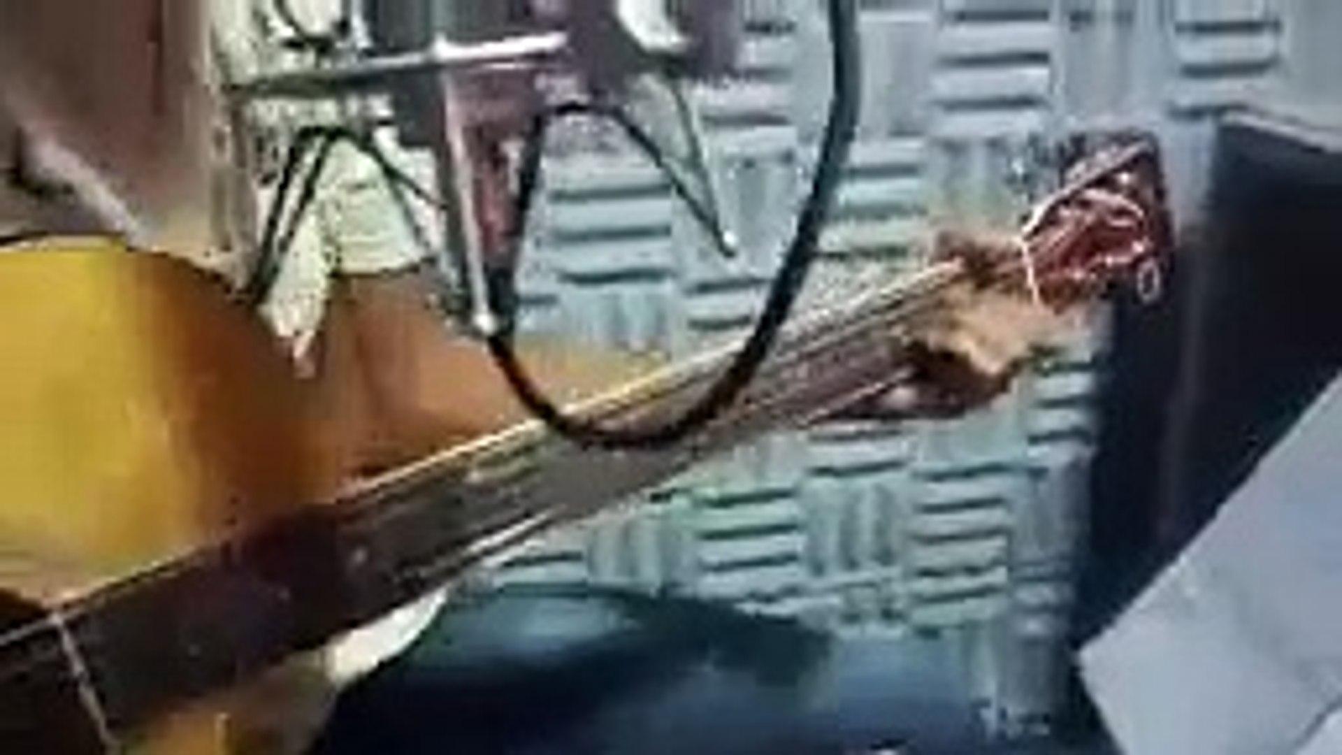 Rafael Salles cantando a música Nova York no modão Sertanejo 104.9 Itabaianinha Fm