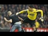 Драки в футболе БОЛЕЛЬЩИКИ против ФУТБОЛИСТОВ  The fights in the football FANS against FOOTBALLERS