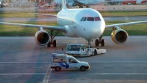 Airbus A320 Vueling - Full pushback with towbarless tractor at Lisbon - Enganche remolque avión