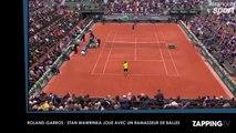 Roland-Garros 2016 : Stan Wawrinka joue avec un ramasseur de balles en plein match (Vidéo)