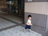 Baby Ivan...(19-mth)....追逐爸爸玩...15 May 2009