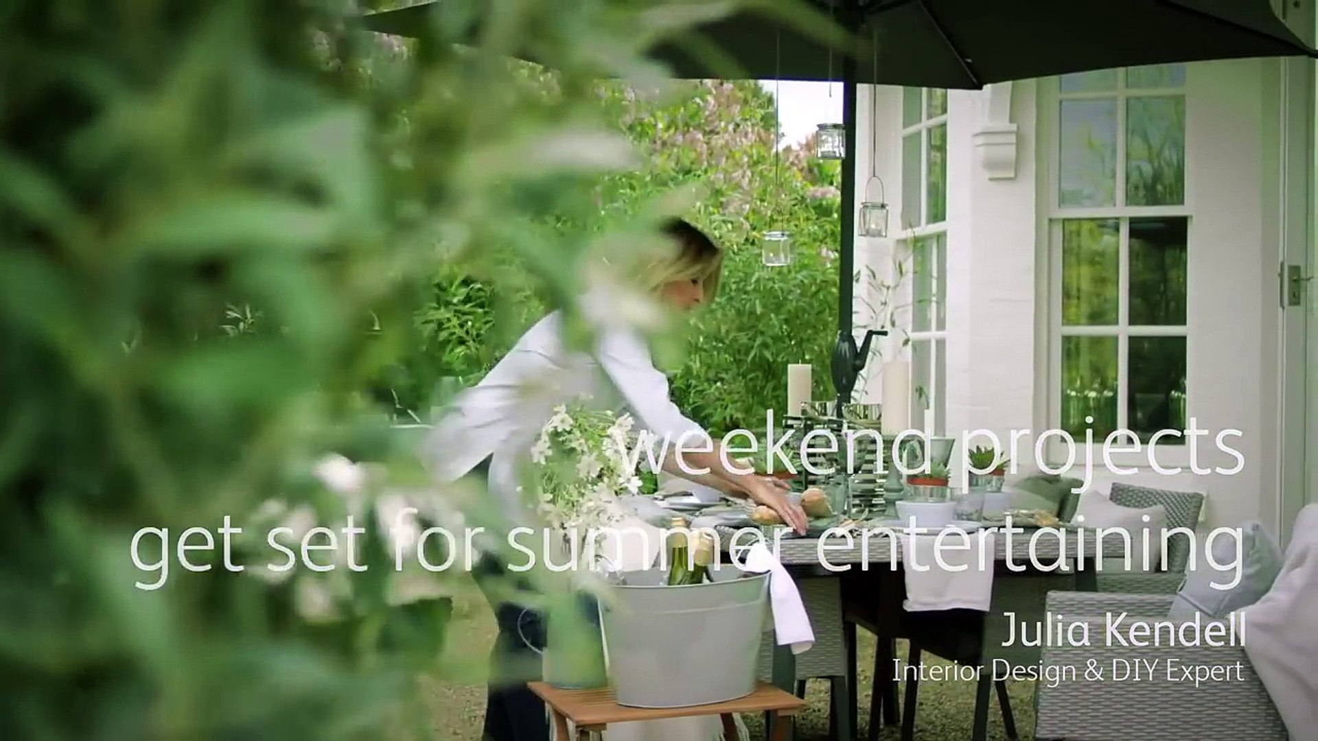 How to style garden furniture & accessories for a garden party - tips from Julia Kendell