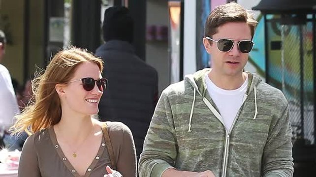 Topher Grace heiratet Ashley Hinshaw