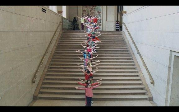 Vue sur les marches du Manège de Chaillot : TILDER - Joëlle Bouvier