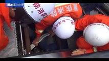 """Técnico de manutenção de escadas rolantes é """"sugado"""" para dentro da escada"""