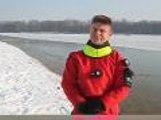 Les pompiers ont plongé sous la glace et marché sur le plan d'eau!