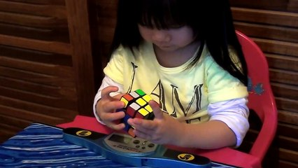 2 years old girl Youngest Rubik Cube Solver