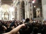 Papst Benedikt XVI. niedergerissen, Pope knocked down 24.Dez 2009, 22:05