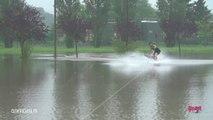 Il profite des inondations pour faire du wakeboard à Breuillet dans Essonne