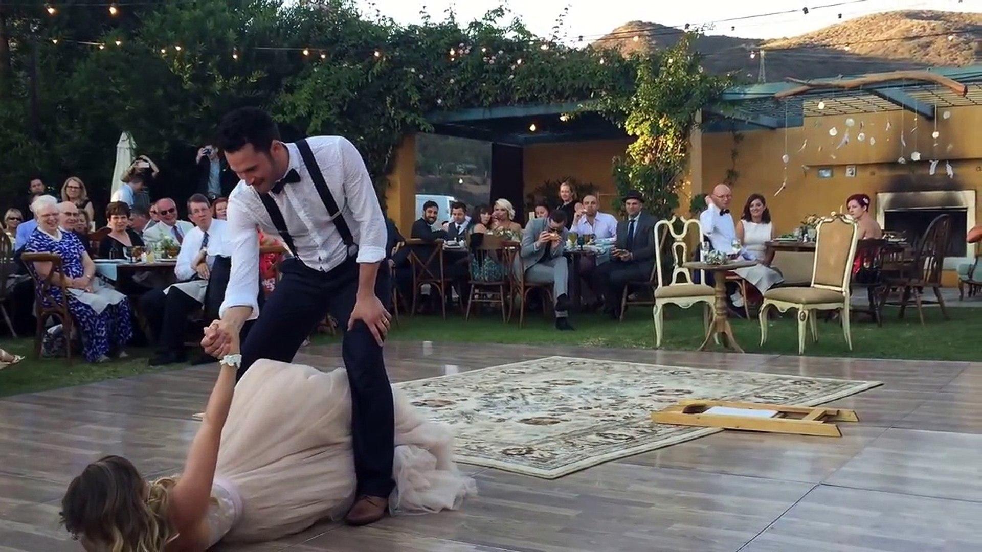 Один из самых обалденных свадебных танцев, которые я когда-либо видел!