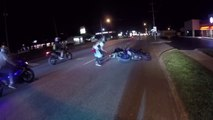 Ce motard fait le con sur sa moto et ça fini mal pour lui et son pote... FAIL