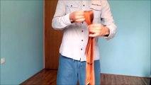 En dix secondes seulement, il parvient à faire un noeud de cravate. Voici comment faire!