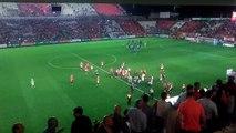 Los jugadores del Nàstic se animan entre ellos al terminar el partido ante el Alavés