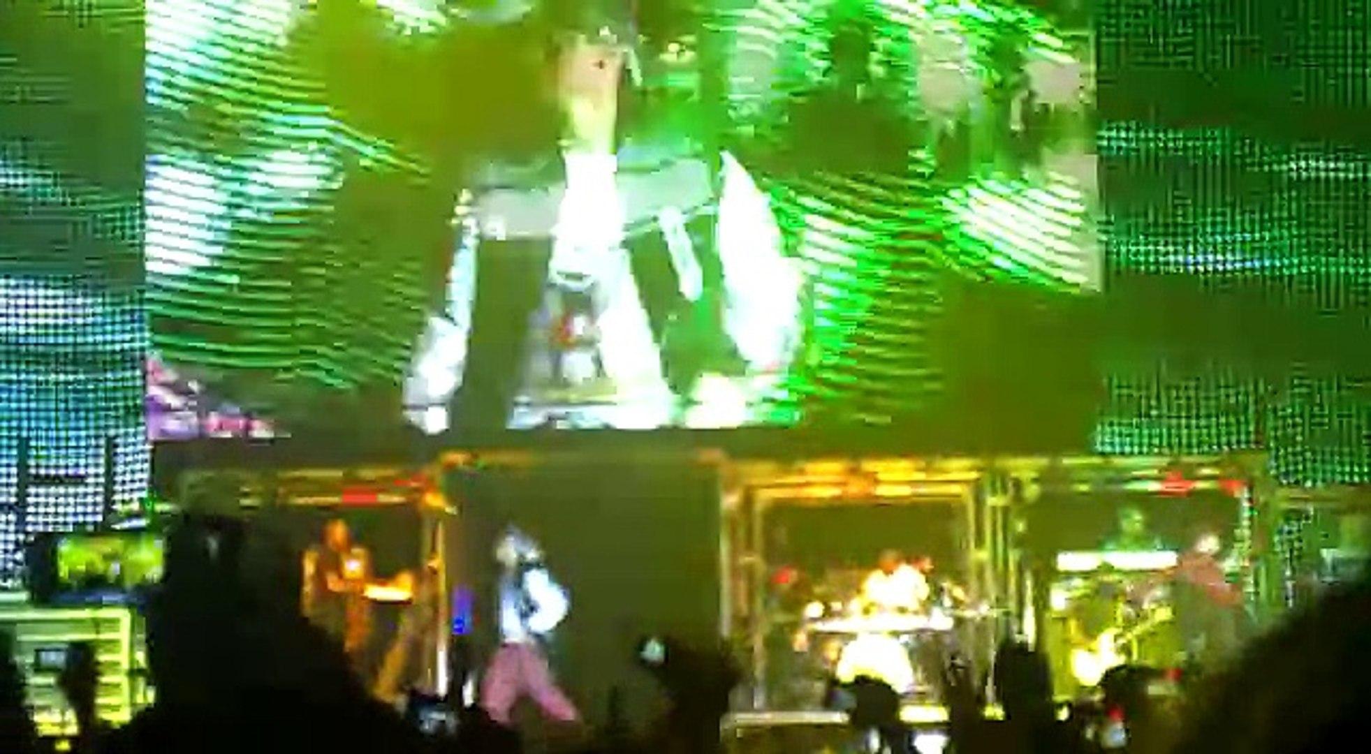 Justin Bieber-Eenie Meenie ft. Bluey Robinson  (Live)