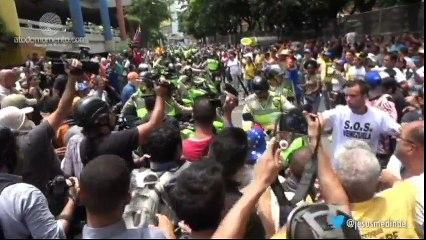 le iban a quemar las motos a la PNB por reprimir al pueblo