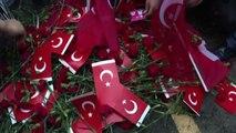 Turchia, il premier rende omaggio alle vittime di Istanbul