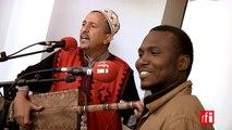 "Abdelslam Alikane Souiri et Songhoy Blues dans ""Hasna Ya Leila"" - Festival gnawa d'Essaouira, Maroc"