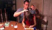 Elle se plaint d'avoir mal à la tête, ce que son copain retire de sa tête est impensable