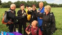 Les vétérans, Frederick Glover et Ted Pieri sautent en parachute