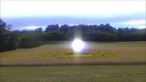 UFO ball of light, seen up close. - Ovni boule de lumière, aperçu de près.