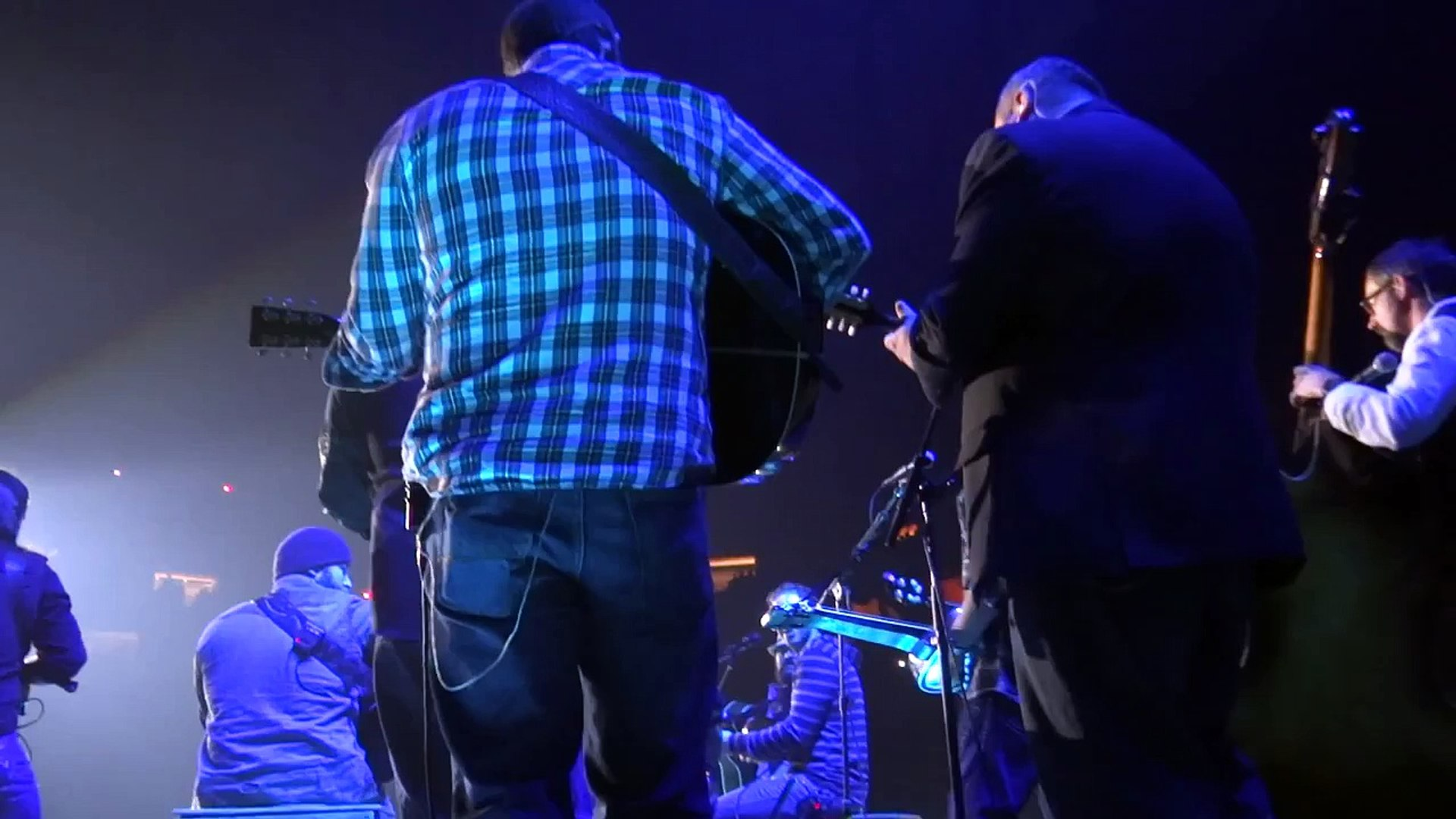 2013-01-27, Zac Brown Band, Knoxville (TN), Lay Me Down feat Balsam Range