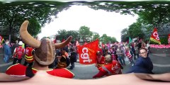 Immersion 360° - Charge des CRS, voiture retournée, immersion dans la manifestation à Paris le 14 juin 2016
