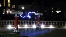 """""""Sail"""" Awolnation joué avec des arcs électriques géants... Impressionnant !"""