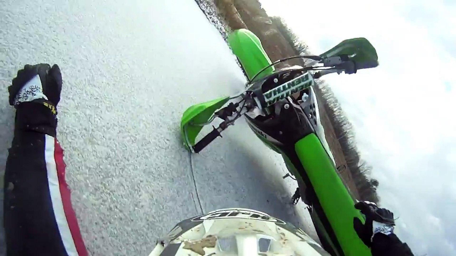 Как падают с мотоцикла на льду 24 декабря 2011