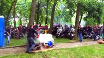 Régis fait un burn avec sa moto
