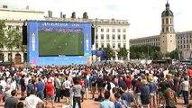 """Los hinchas ingleses celebran la victoria """"in extremis"""" frente a Gales"""