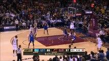 LeBron James met un gros contre à stephen Curry - Finales NBA 2016
