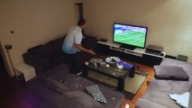 Il détruit son macbook et sa télé piégé par sa femme pendant un match de l'euro 2016