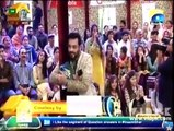 Lady Sings a Song for Aamir Liaquat in Ramadan Transmission, See Aamir Liaquat's Reaction - What an Actor he is!