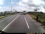 Shocking Video A taxi driver trying to commit suicide hitting a truck