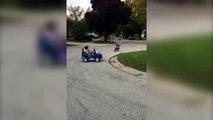 Panne de voiture : ce gamin devient fou! Trop drôle
