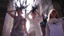Un popolo di uccelli nel campanile di Giotto: è performance Piume