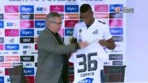 Veja a surpresa que Copete recebeu na apresentação do Santos!
