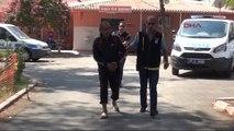 Adana Polis Rozetini Görünce Parayı Yere Attı