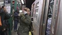 Как жители Нью-Йорка реагируют на ушедший поезд в метро