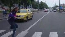 Pédestrians Vs Traffic #3 | Pedestrians on the road | Piétons contre voitures | Juin 2016